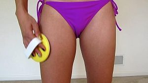 how to get rid of cellulite naturally - the brush on thighs